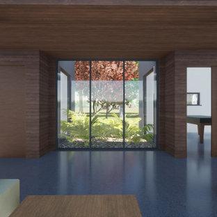 Inspiration pour un couloir minimaliste en bois de taille moyenne avec un mur marron, un sol en linoléum, un sol gris et un plafond en bois.