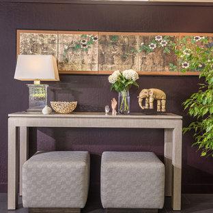 Inspiration för små moderna hallar, med lila väggar, klinkergolv i porslin och grått golv