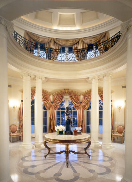 Traditional Hall by Jennifer Bevan Interiors