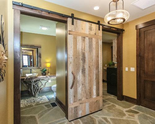 couloir montagne avec un mur jaune photos et id es d co de couloirs. Black Bedroom Furniture Sets. Home Design Ideas