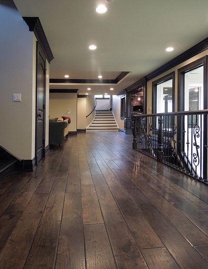 Traditional Hall by Signature Innovations LLC