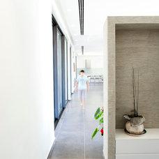 Modern Hall by adom architects