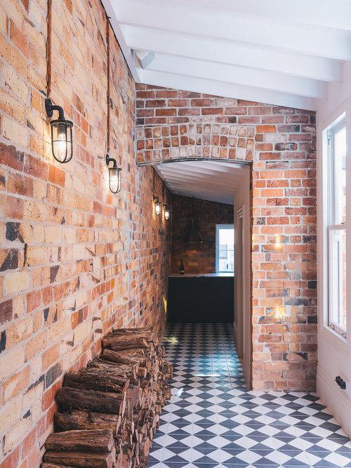 couloir industriel avec un mur multicolore photos et id es d co de couloirs. Black Bedroom Furniture Sets. Home Design Ideas
