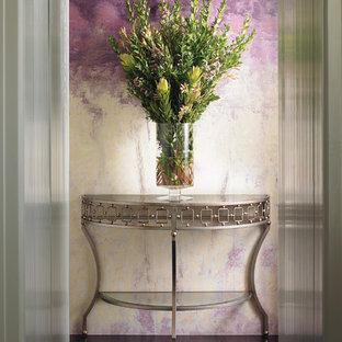 ナッシュビルの中サイズのコンテンポラリースタイルのおしゃれな廊下 (紫の壁、濃色無垢フローリング) の写真