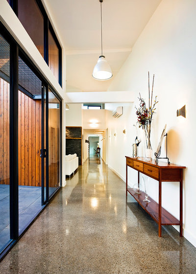 Contemporary Hallway & Landing by Architecture Matters Pty. Ltd.