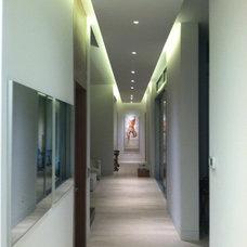 Contemporary Hall by Miami Lighting Design Assoc. Inc.
