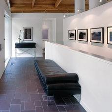 Contemporary Hall by Everitt Design