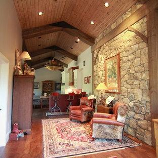 Inspiration för mycket stora rustika hallar, med grå väggar och mellanmörkt trägolv