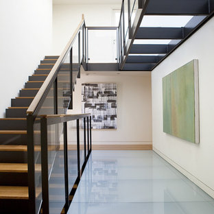 Example of a minimalist hallway design in San Francisco