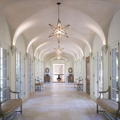 traditional hall by RYAN ASSOCIATES GENERAL CONTRACTORS