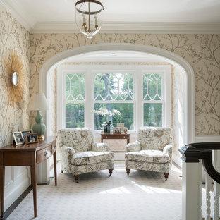 Inspiration för stora maritima hallar, med flerfärgade väggar, heltäckningsmatta och grått golv