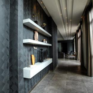 Idéer för mellanstora funkis hallar, med grå väggar, klinkergolv i keramik och grått golv