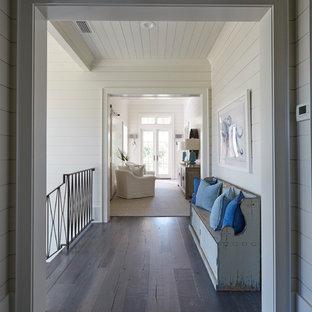 На фото: коридор в морском стиле