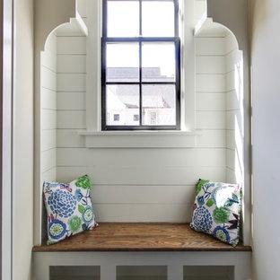 ローリーのヴィクトリアン調のおしゃれな廊下 (白い壁) の写真