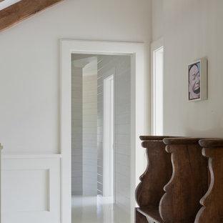 Свежая идея для дизайна: коридор в морском стиле - отличное фото интерьера