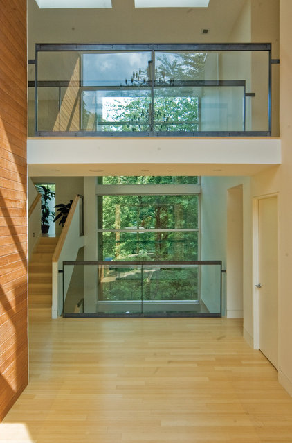 Contemporary Hall by Shinberg Levinas Architectural Design