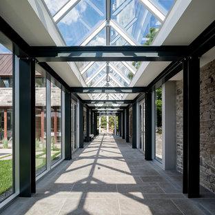 Inspiration pour un très grand couloir design.