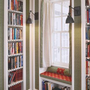 Пример оригинального дизайна интерьера: коридор в классическом стиле с зелеными стенами и темным паркетным полом