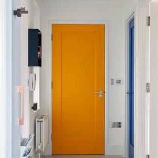 На фото: маленький коридор в современном стиле с белыми стенами, светлым паркетным полом и серым полом с