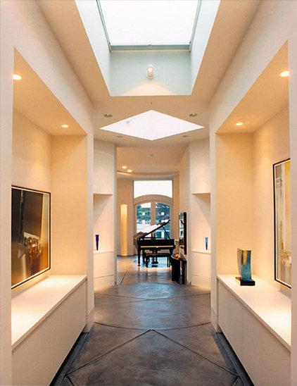 Contemporary Hall by Mahoney Architects & Interiors