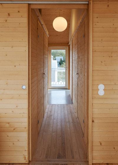Contemporary Hall by Arkitekt Mats Fahlander