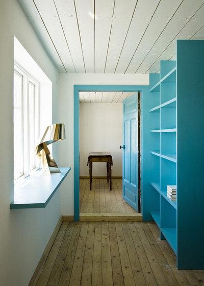 Scandinavian Hallway & Landing by LASC Studio
