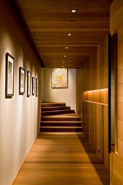Contemporary Hall by Studio Frank