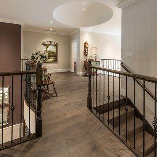 Mittelgroßer Klassischer Flur mit lila Wandfarbe, braunem Holzboden und braunem Boden in Vancouver