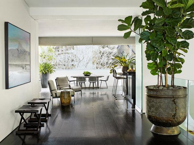 Contemporary Hall by Sarah Davison Interior Design