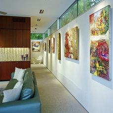 Midcentury Hall by Steinbomer, Bramwell & Vrazel Architects