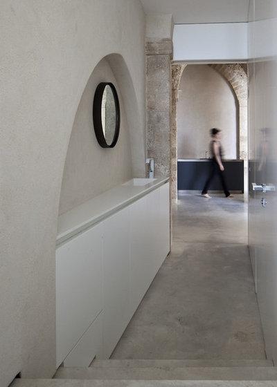 Modern Hall by Pitsou Kedem Architect