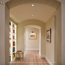 Traditional Hall by Kevin L Harris, Architect LLC