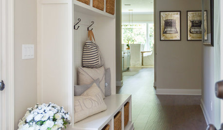 For an Organised Hallway, Follow These 7 Simple Steps