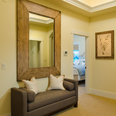 Contemporary Hall by Pahlisch Homes, Inc.
