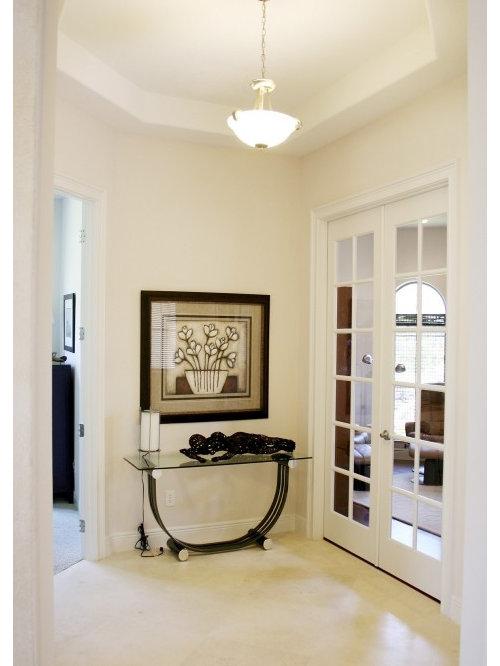Couloir moderne avec un sol en carrelage de c ramique for Tapisserie moderne pour couloir