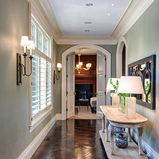 Traditional Hall by Mitch Wise Design,Inc.