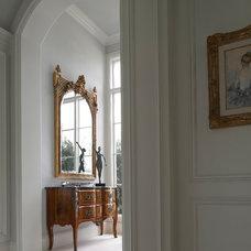 Traditional Hall by YAWN design studio, inc. FL IB 26000604