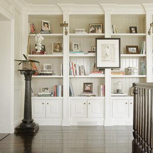 Diseño de recibidores y pasillos clásicos con paredes blancas
