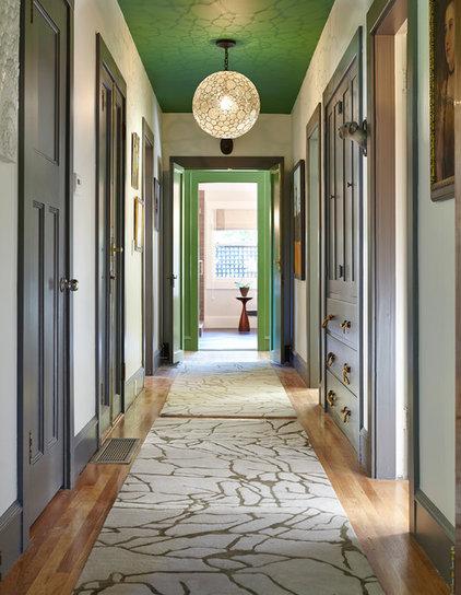 Traditional Hall by EM DESIGN INTERIORS