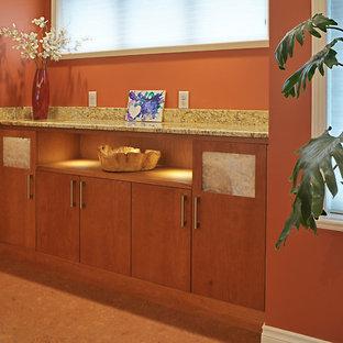 Idée de décoration pour un couloir tradition de taille moyenne avec un mur orange.