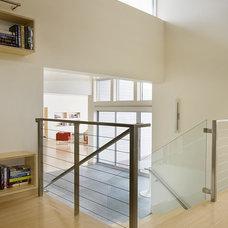 Modern Hall by ZeroEnergy Design