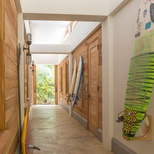 他の地域のトロピカルスタイルのおしゃれな廊下の写真