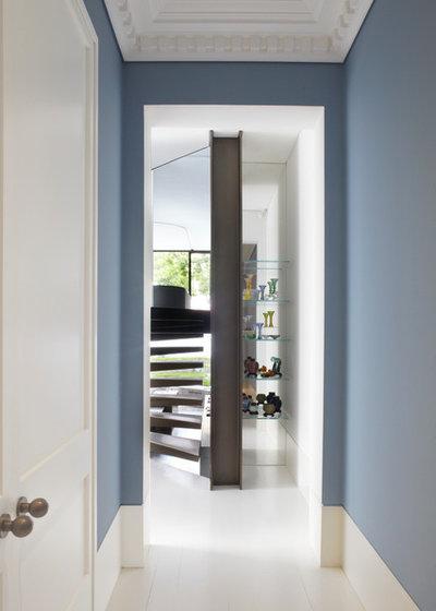 Contemporain Couloir by Smart Design Studio