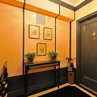 ニューヨークの小さいトラディショナルスタイルのおしゃれな廊下 (オレンジの壁、カーペット敷き) の写真
