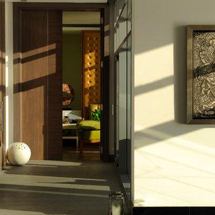 Imagen de recibidores y pasillos actuales con paredes blancas