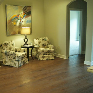Example of a classic hallway design in Little Rock