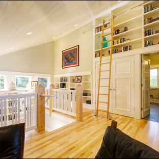 Example of a classic hallway design in Other