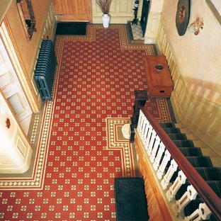 Inspiration för en mellanstor vintage hall, med beige väggar