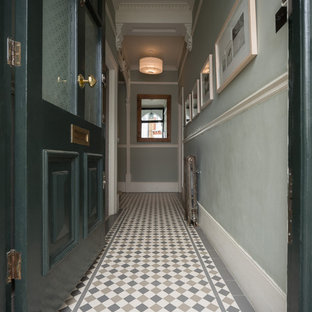 ロンドンのヴィクトリアン調のおしゃれな廊下の写真