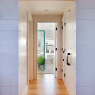 На фото: коридор в современном стиле